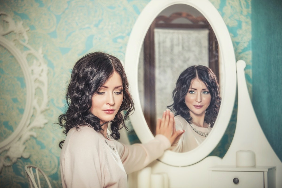 woman-in-mirror